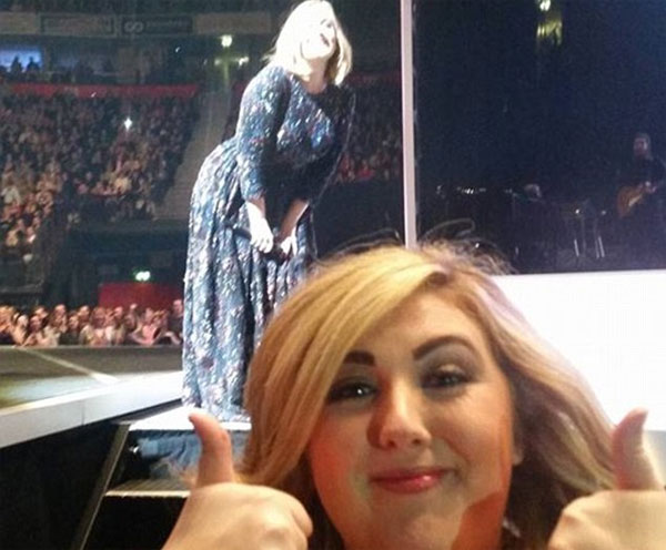 Image of the funny Adele photobomb selfie