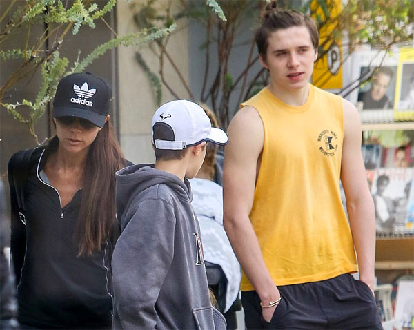 Brooklyn Beckham News New Top Knot Hairstyle Family Going To The