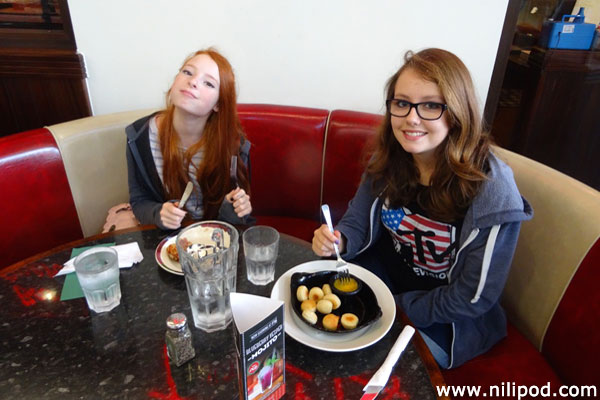 Girls who like to lunch